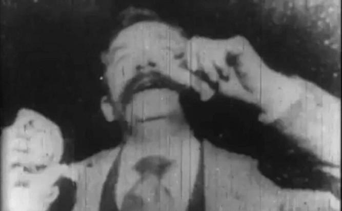 1902_the_sneeze_001