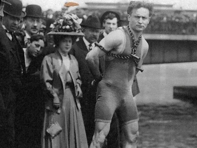 1919_master_mystery_012_harry_houdini