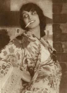 1920_algol_024_erna_morena