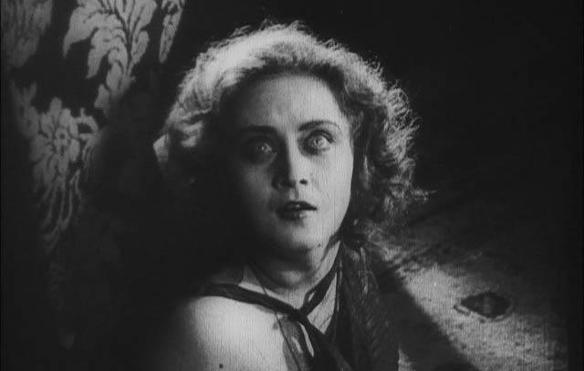 1924_hands_of_orlac_019_alexandra_sorina