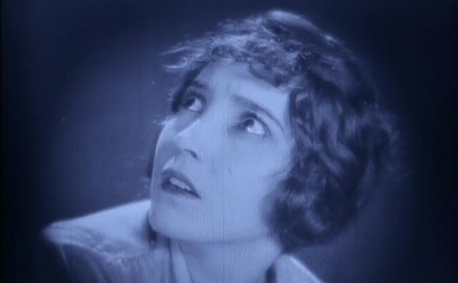 1925_lost_world_024_bessie_love
