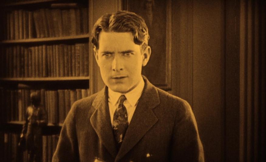 1925_lost_world_028_lloyd_hughes