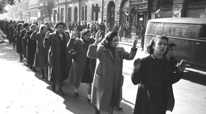 1942_sziriusz_016 jewish women in Budapest 1944