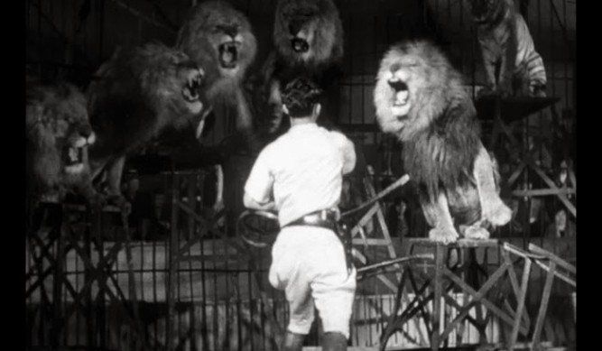 1943_captive_wild_woman_019 big cage 1932