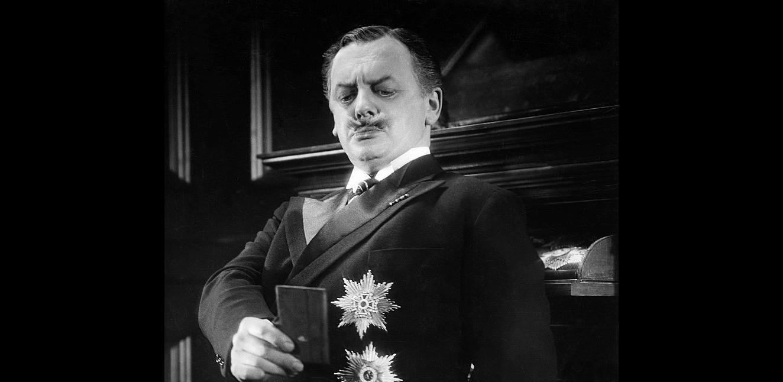 1945_man_in_half_moon_st_019 reinhold schunzel 1931
