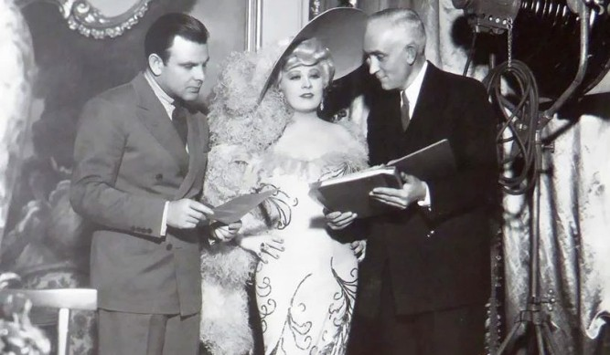 1950_two_lost_worlds_023 mae west boris petroff